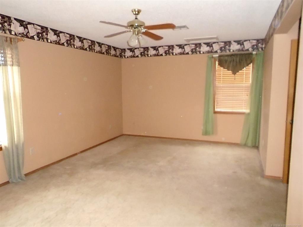 Off Market | 1305 Lakeview Drive Pryor, Oklahoma 74361 1