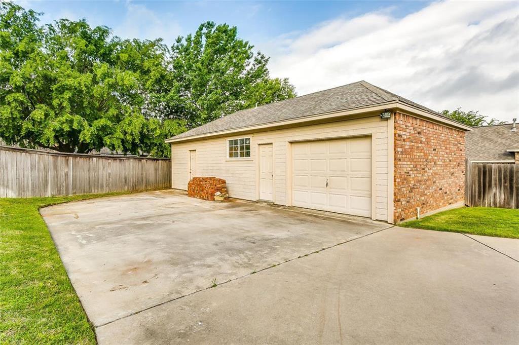Sold Property | 904 Oak Crest Court Burleson, Texas 76028 8