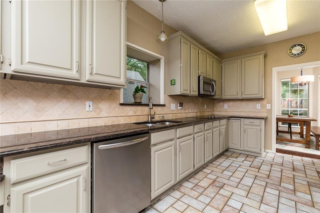 Sold Property | 520 Sir Roland Drive Grand Prairie, Texas 75052 11