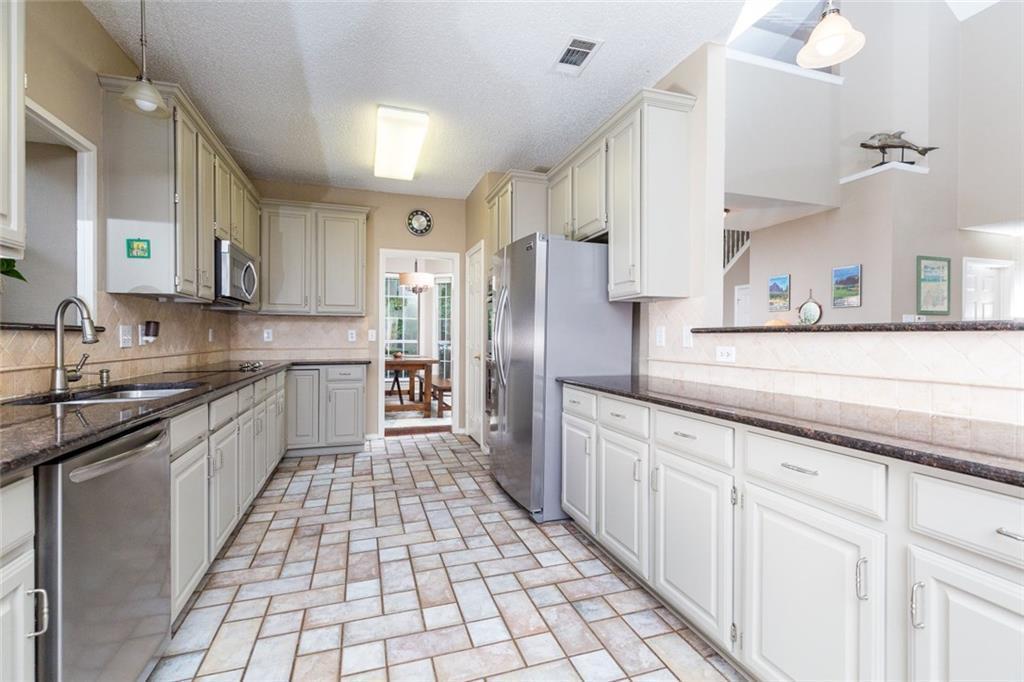 Sold Property | 520 Sir Roland Drive Grand Prairie, Texas 75052 10