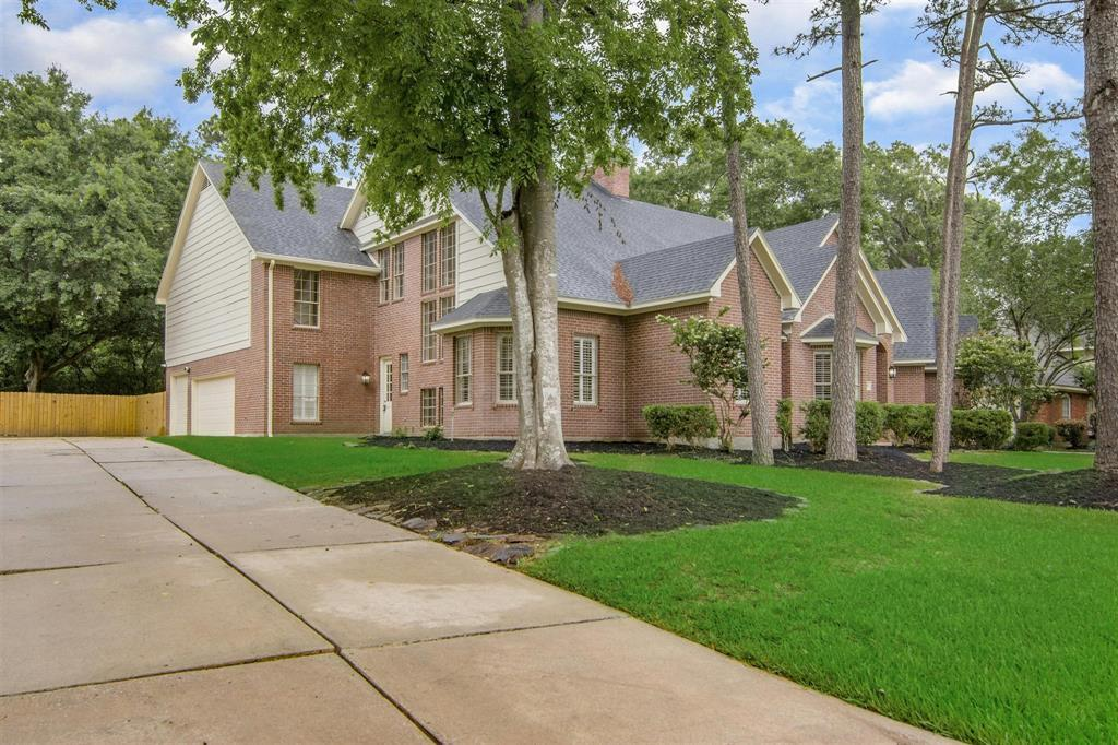 Active | 1510 Chestnut Grove Lane Kingwood, TX 77345 3