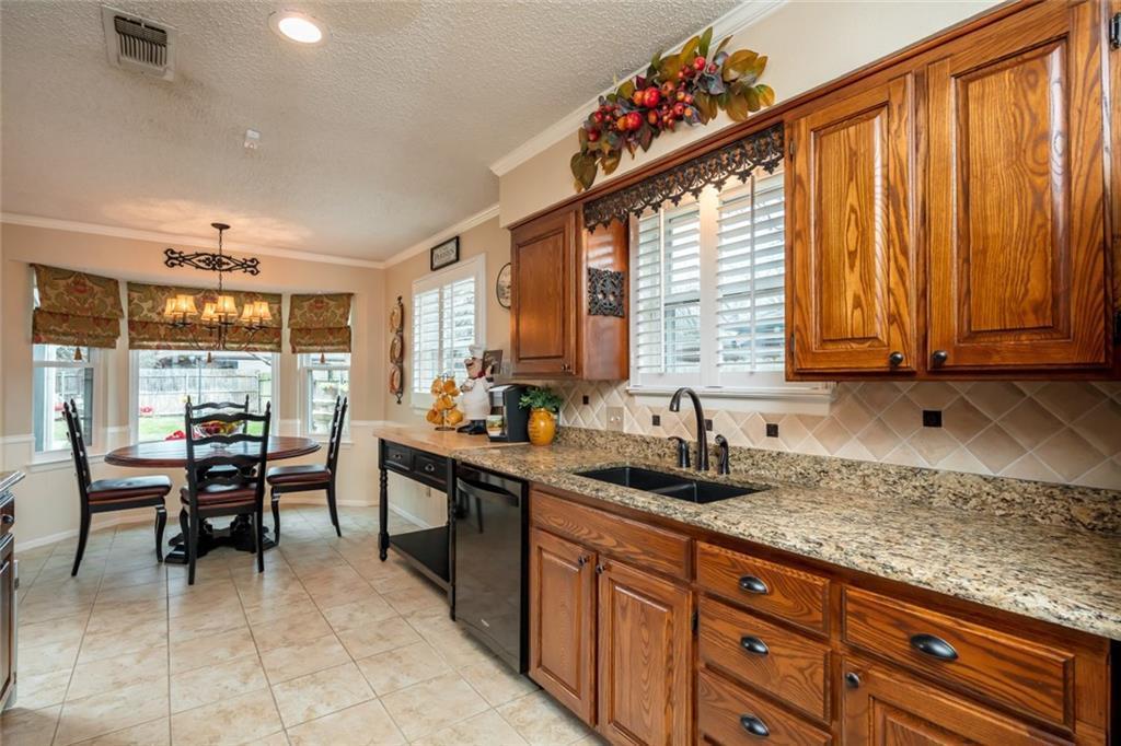 Sold Property   1909 Roosevelt Drive Pantego, Texas 76013 10