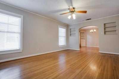 Sold Property | 6043 PENROSE Avenue Dallas, Texas 75206 4