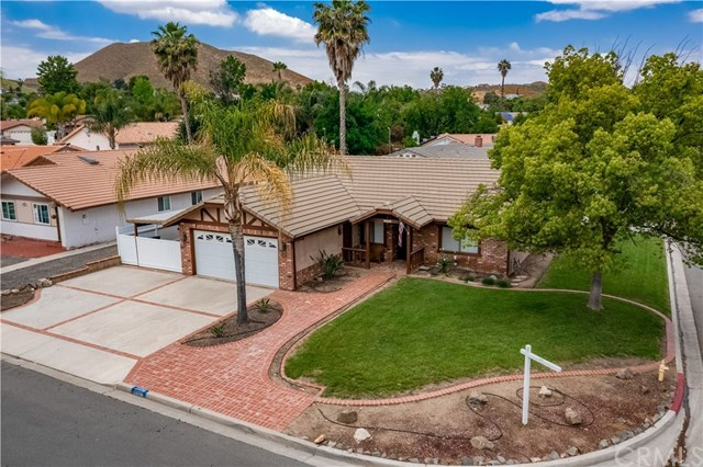 23710 Brook Drive Canyon Lake, CA 92587 | 23710 Brook Drive Canyon Lake, CA 92587 31