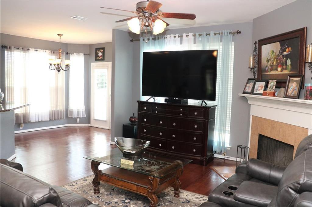 Sold Property | 623 Rosarita Road Arlington, Texas 76002 3