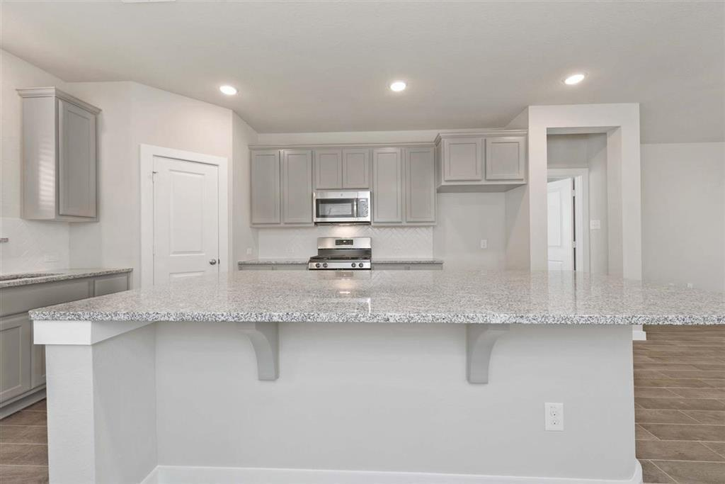 Active | 242 Aster View  Montgomery, TX 77316 1