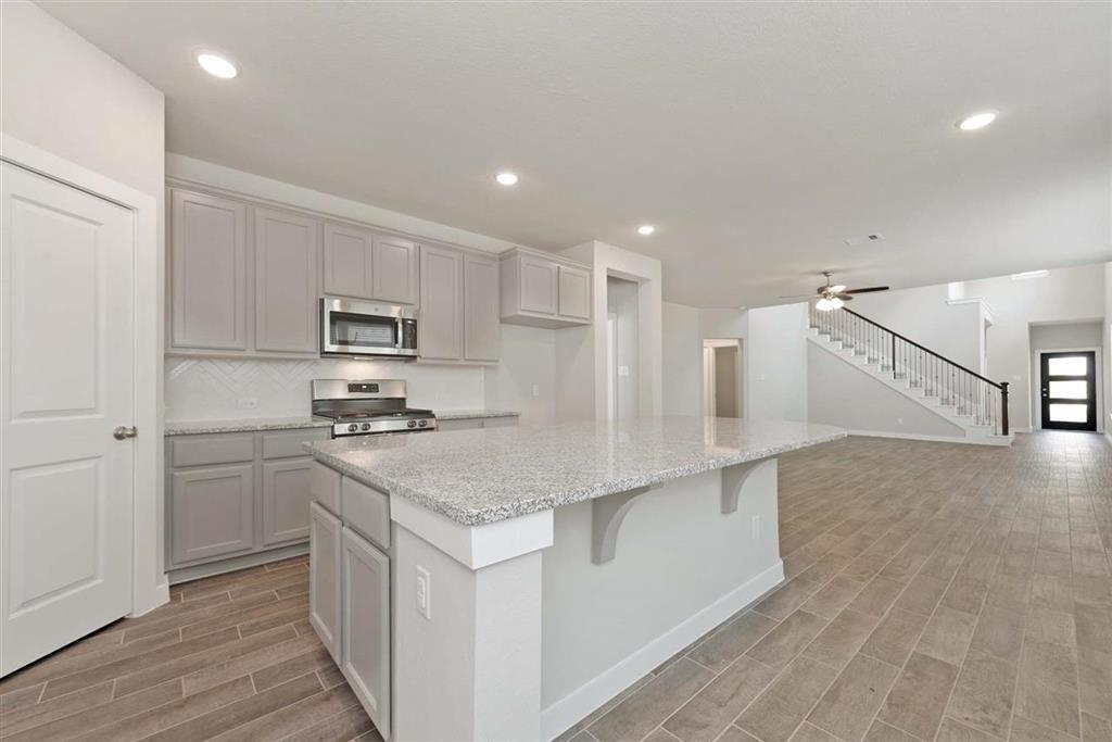 Active | 242 Aster View  Montgomery, TX 77316 3