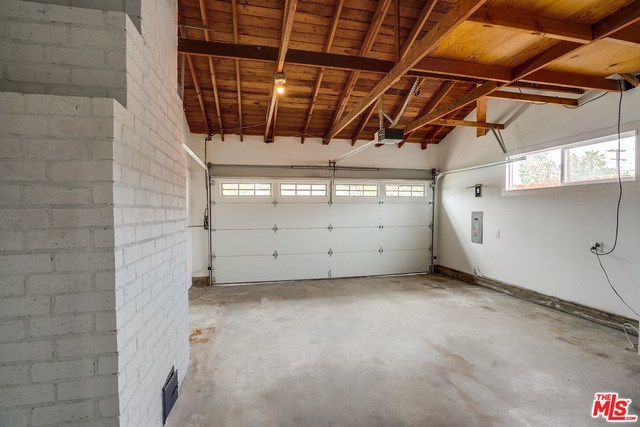Closed | 13346 KITTRIDGE  Street Van Nuys, CA 91401 24