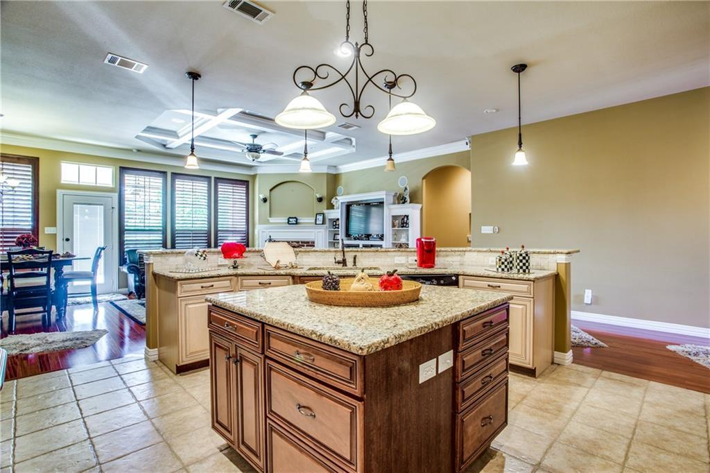 Sold Property | 4944 Ridge Circle Benbrook, Texas 76126 2