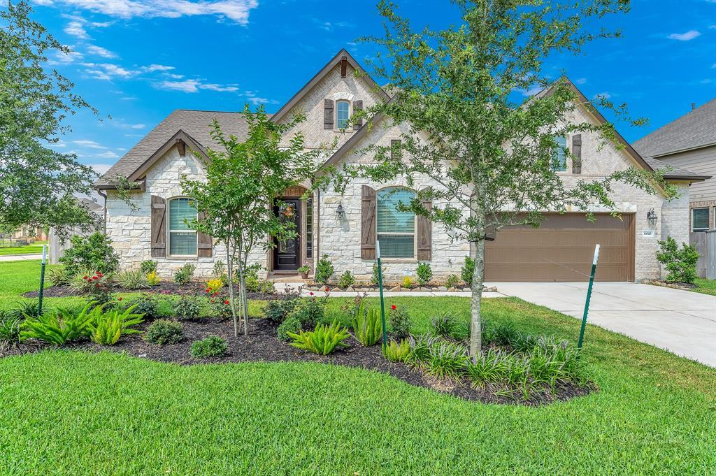 homes for sale in Katy, Falls of Green Meadows, zoned to Katy High School | 6610 Hollow Bay Court Katy, Texas 77493 2