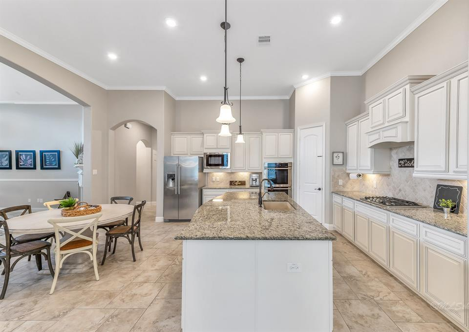 homes for sale in Katy, Falls of Green Meadows, zoned to Katy High School   6610 Hollow Bay Court Katy, Texas 77493 13