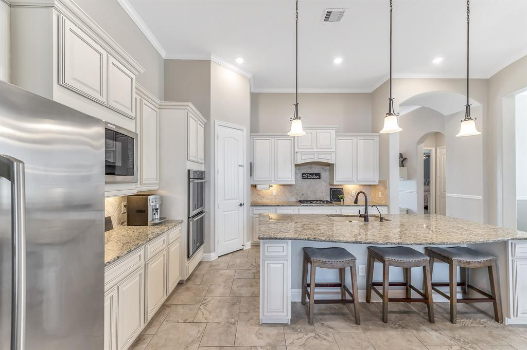 homes for sale in Katy, Falls of Green Meadows, zoned to Katy High School   6610 Hollow Bay Court Katy, Texas 77493 14
