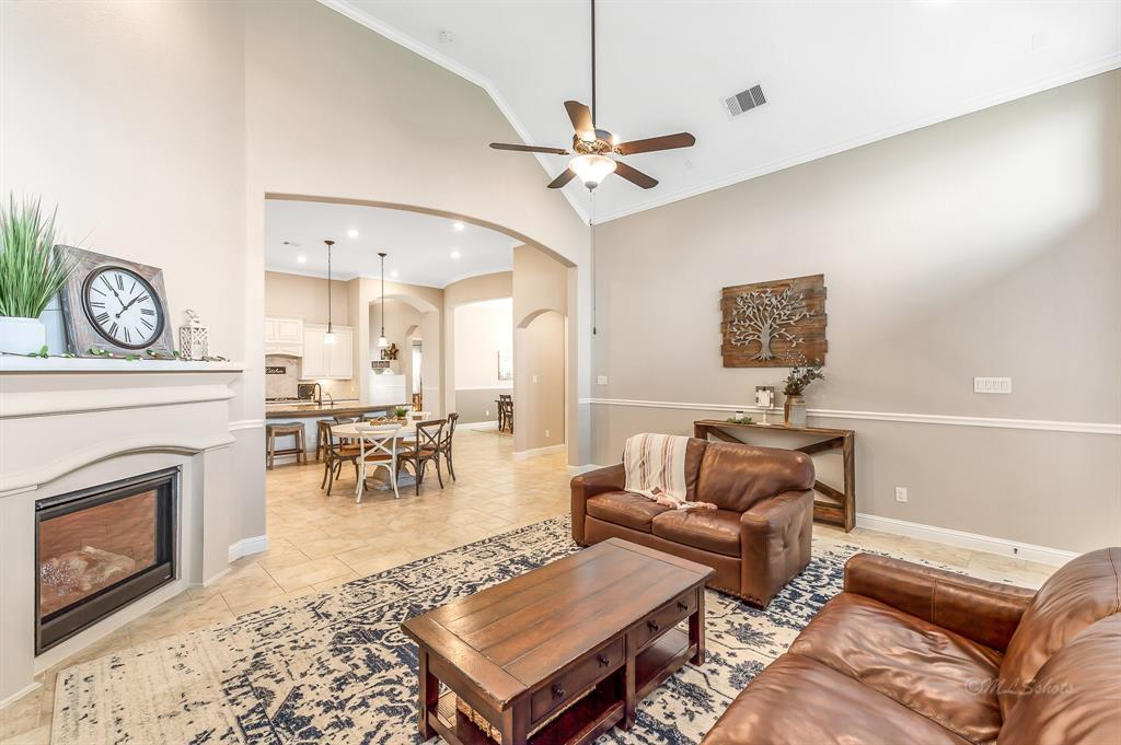 homes for sale in Katy, Falls of Green Meadows, zoned to Katy High School   6610 Hollow Bay Court Katy, Texas 77493 20