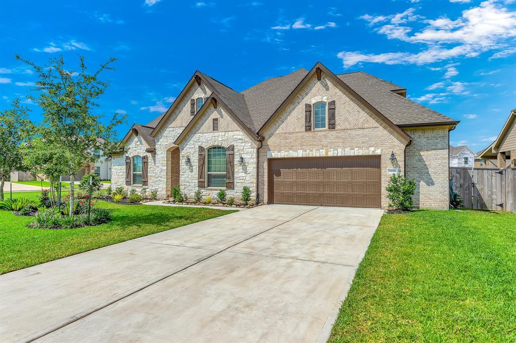 homes for sale in Katy, Falls of Green Meadows, zoned to Katy High School | 6610 Hollow Bay Court Katy, Texas 77493 4
