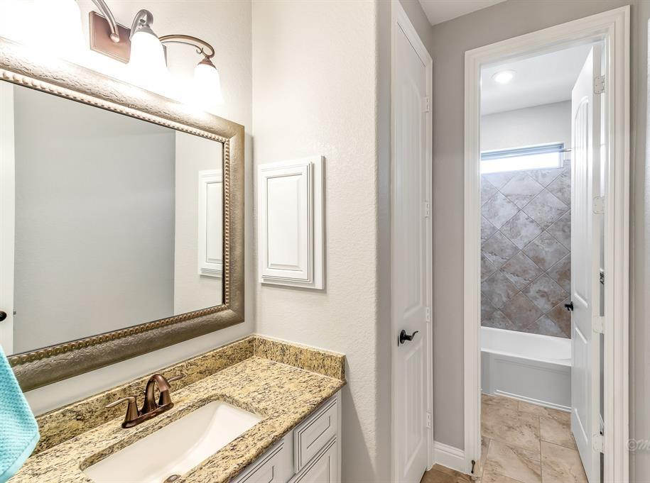 homes for sale in Katy, Falls of Green Meadows, zoned to Katy High School   6610 Hollow Bay Court Katy, Texas 77493 25