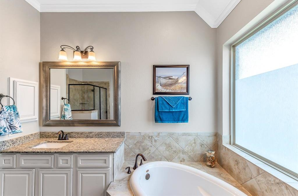 homes for sale in Katy, Falls of Green Meadows, zoned to Katy High School   6610 Hollow Bay Court Katy, Texas 77493 31