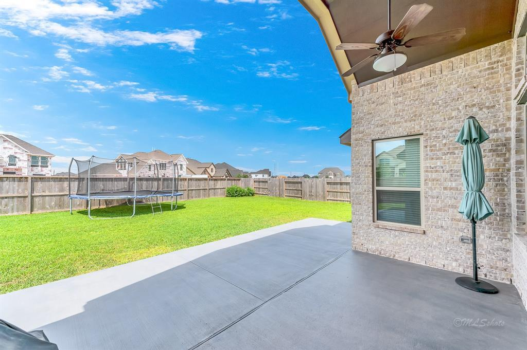 homes for sale in Katy, Falls of Green Meadows, zoned to Katy High School | 6610 Hollow Bay Court Katy, Texas 77493 36