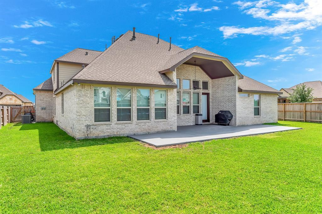 homes for sale in Katy, Falls of Green Meadows, zoned to Katy High School   6610 Hollow Bay Court Katy, Texas 77493 38