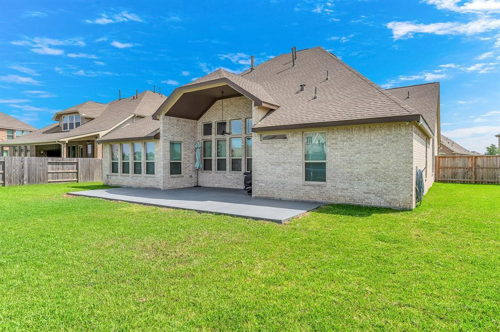 homes for sale in Katy, Falls of Green Meadows, zoned to Katy High School   6610 Hollow Bay Court Katy, Texas 77493 41