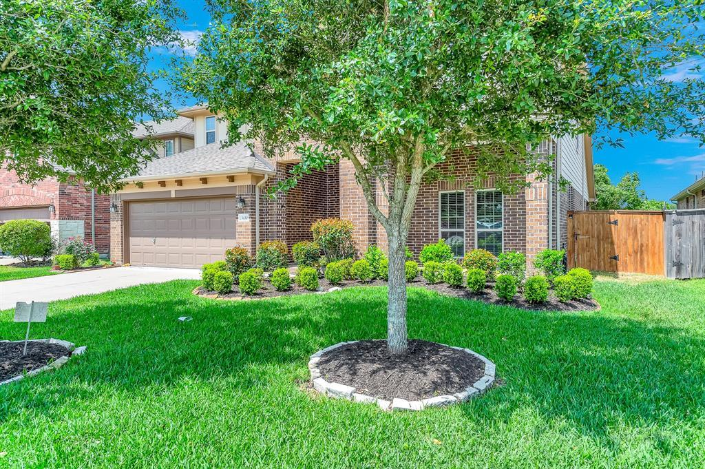 Lease home in Katy Texas, Zoned to Tompkins High School, Zoned to KatyISD | 3430 Norwich Gardens Lane Fulshear, Texas 77441 3
