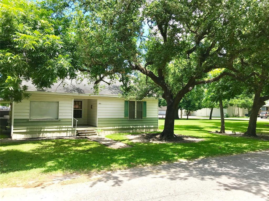 Pending | 1513 11th Street Bay City, TX 77414 1