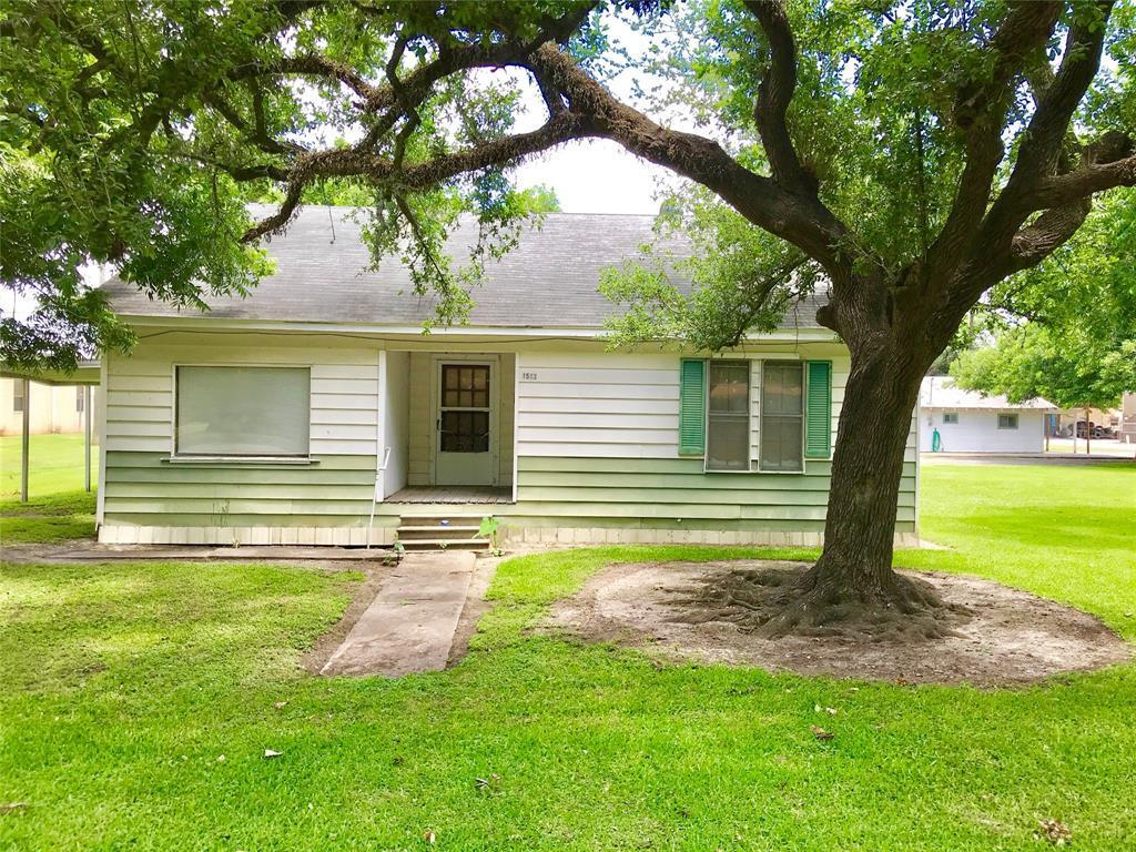 Pending | 1513 11th Street Bay City, TX 77414 2