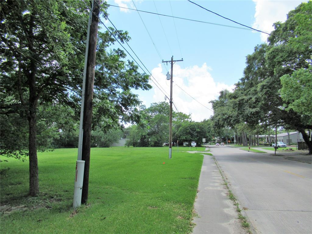 Active | 101 E Walker  Street League City, TX 77573 7