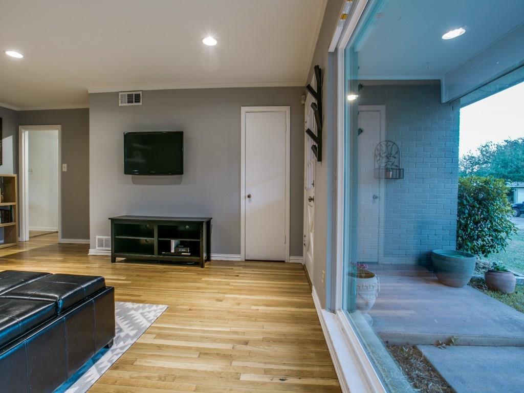 Sold Property | 6727 Hialeah Drive Dallas, Texas 75214 4