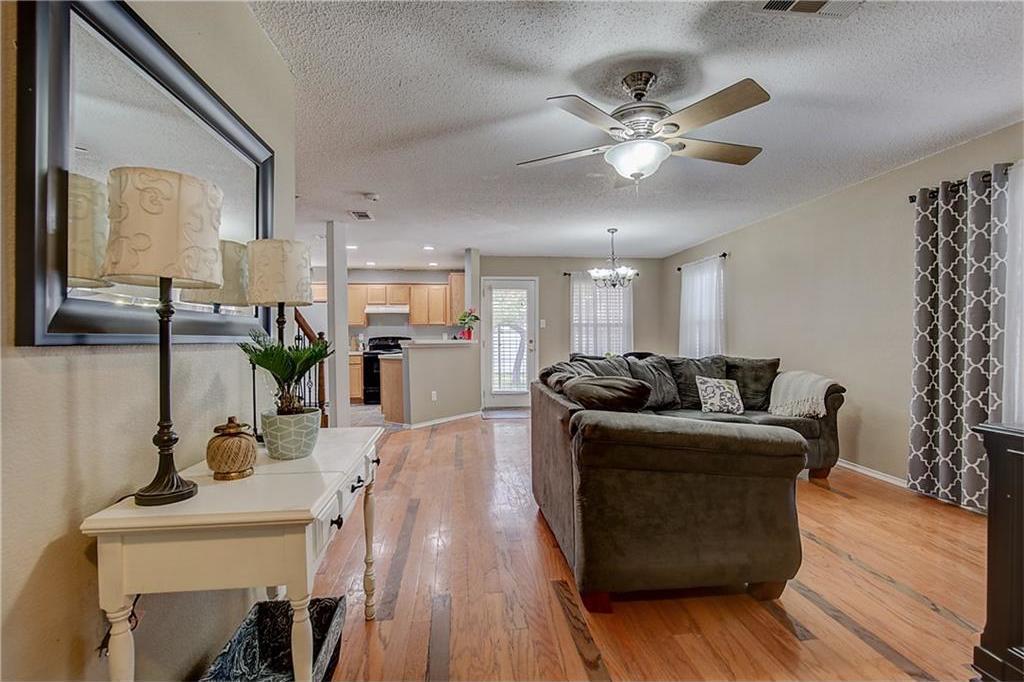 Sold Property | 815 Isla Verde Plaza Dallas, Texas 75211 3
