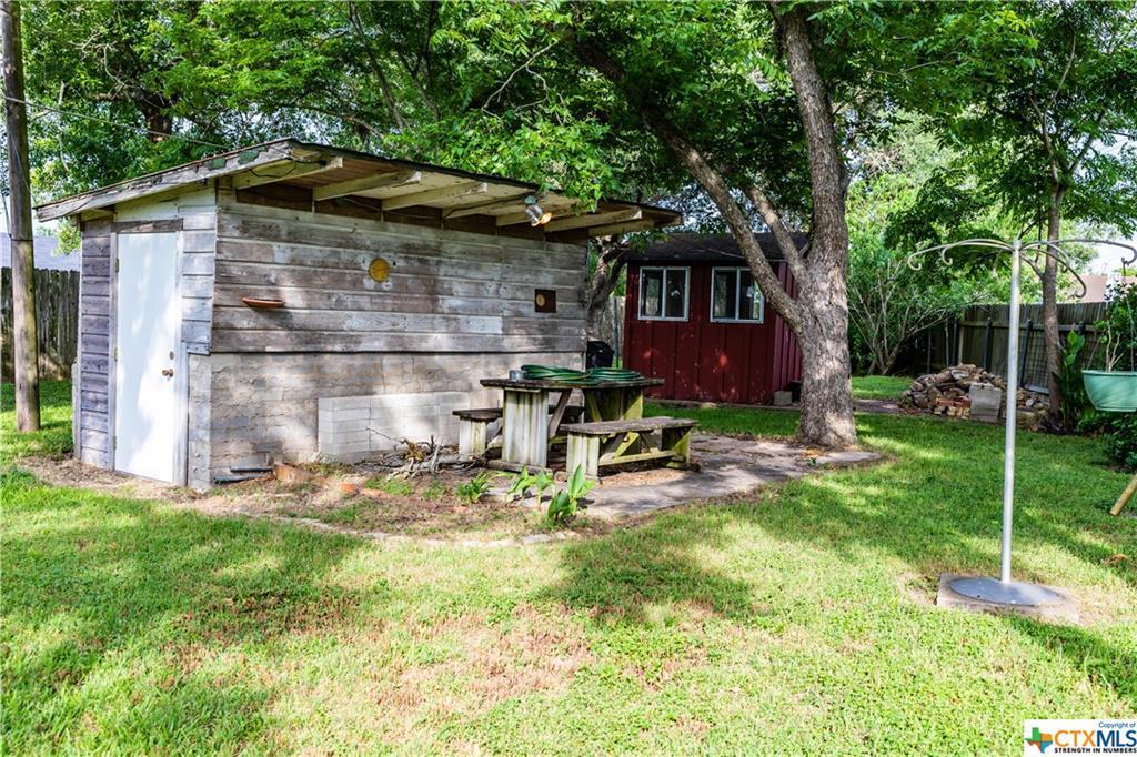 Sold Property | 1404 N Hunt  Cuero, TX 77954 6