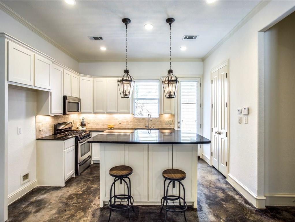 Sold Property | 2627 N Garrett Avenue Dallas, Texas 75206 3