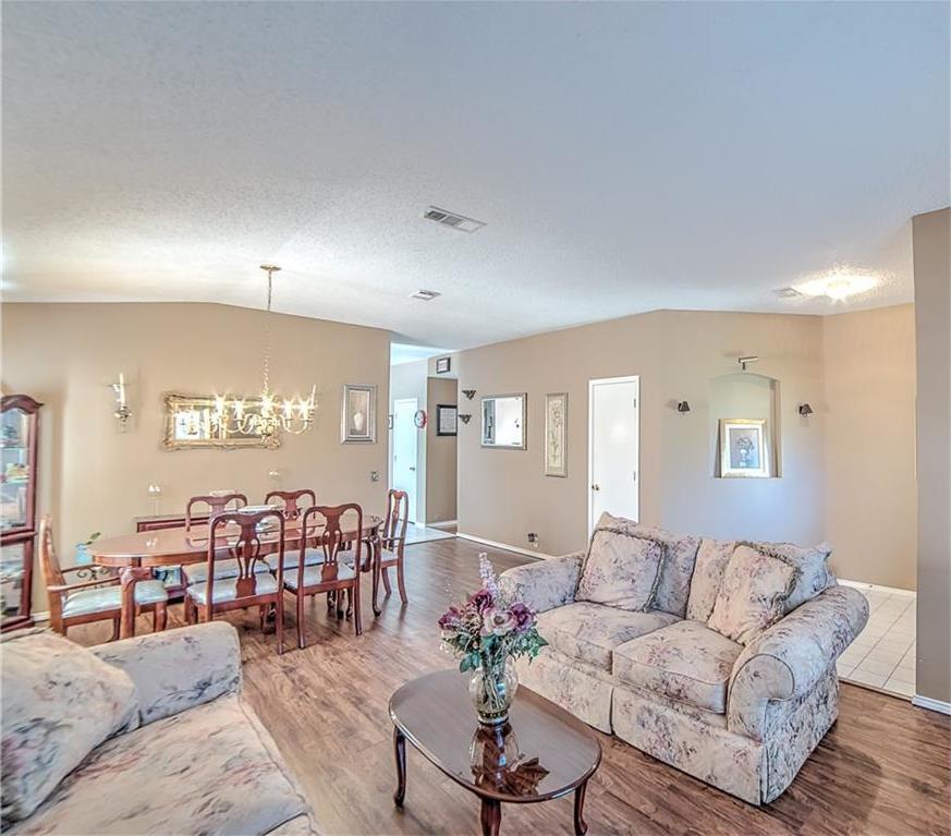 Sold Property | 7028 Glenshire Drive Arlington, Texas 76002 4