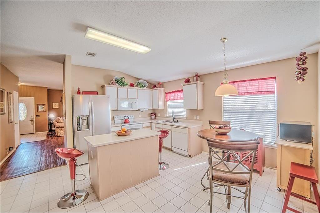 Sold Property | 7028 Glenshire Drive Arlington, Texas 76002 8