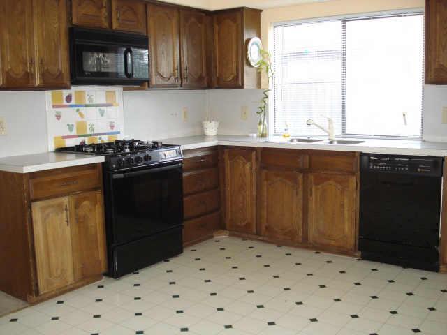 Sold Property | 2622 Summertree Drive Carrollton, Texas 75006 6
