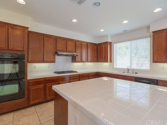 Closed | 13794 Heisler Street Eastvale, CA 92880 5