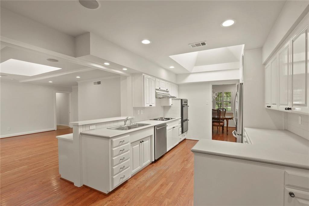 DFW Luxury Real Estate   901 N Waterview Drive Richardson, TX 75080 8