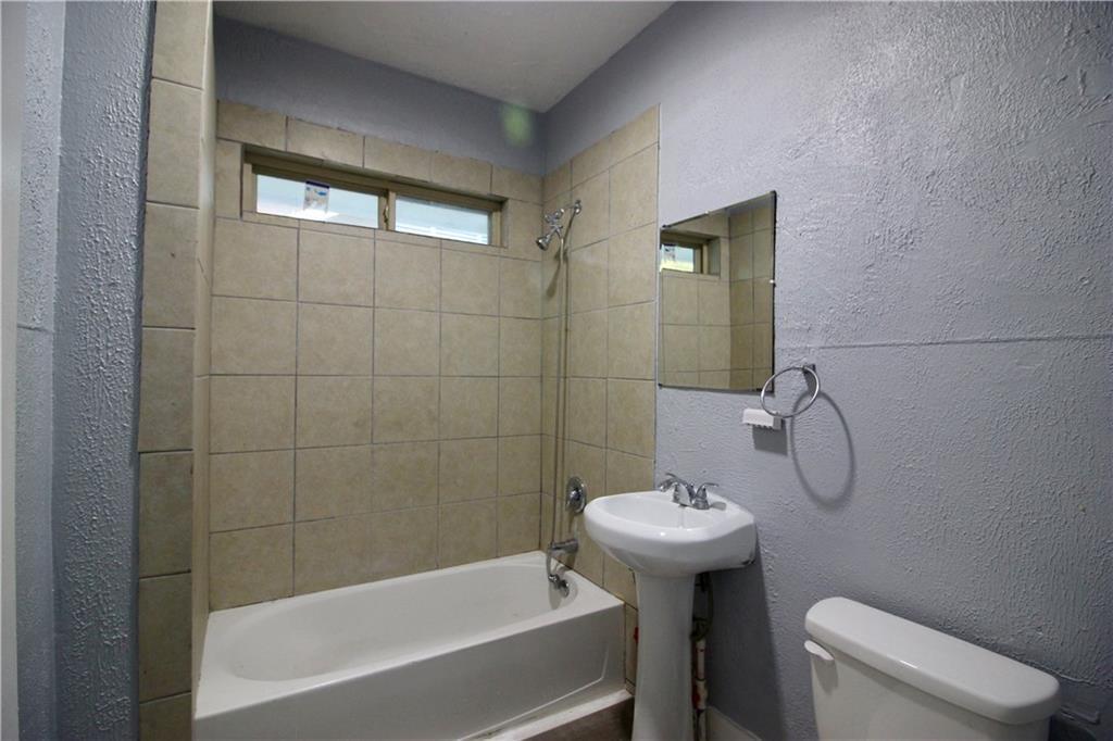 Sold Property | 206 S Marlborough Avenue Dallas, TX 75208 11