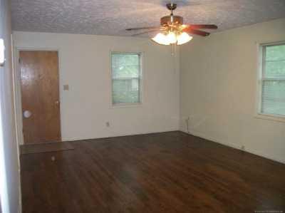 Off Market | 910 N Oklahoma Avenue Claremore, Oklahoma 74017 2