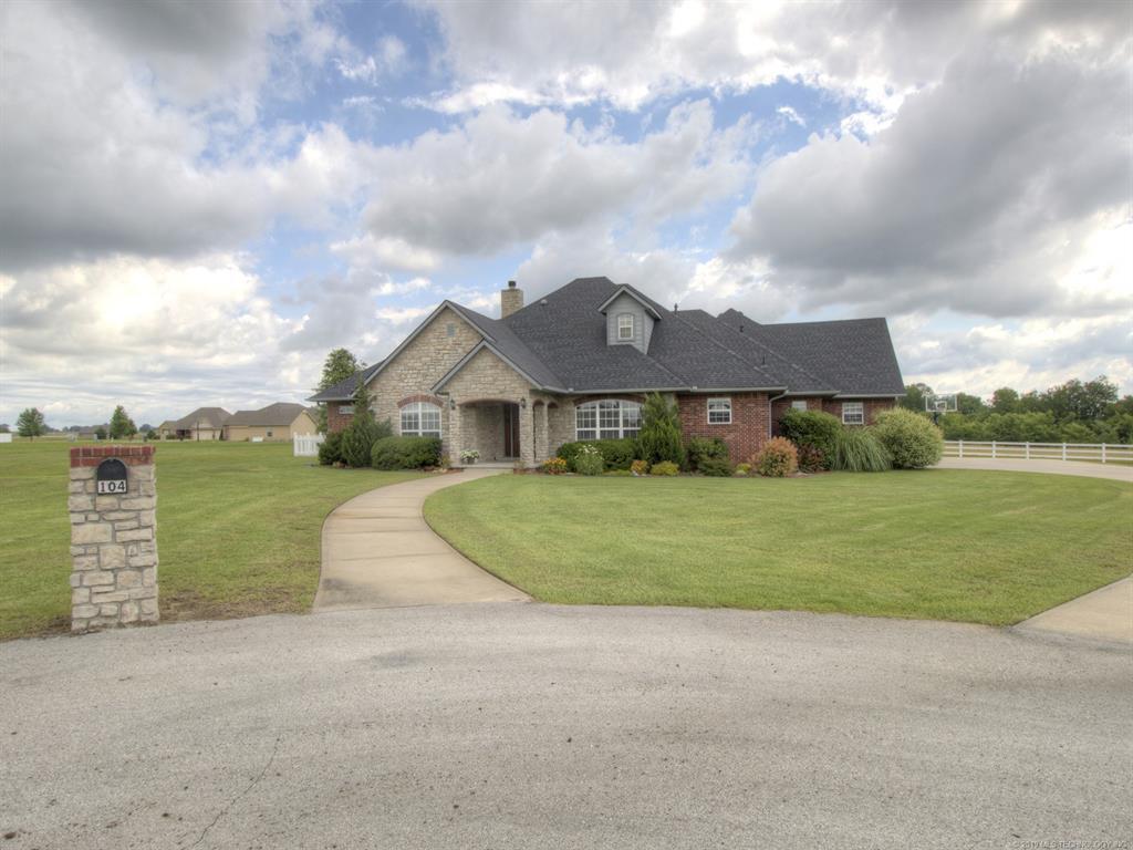 Active | 104 Rustic Lane Pryor, Oklahoma 74361 1