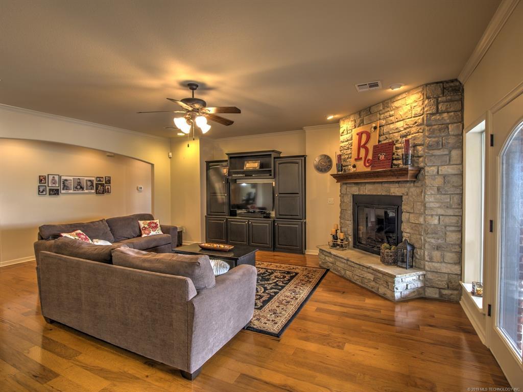 Active | 104 Rustic Lane Pryor, Oklahoma 74361 10