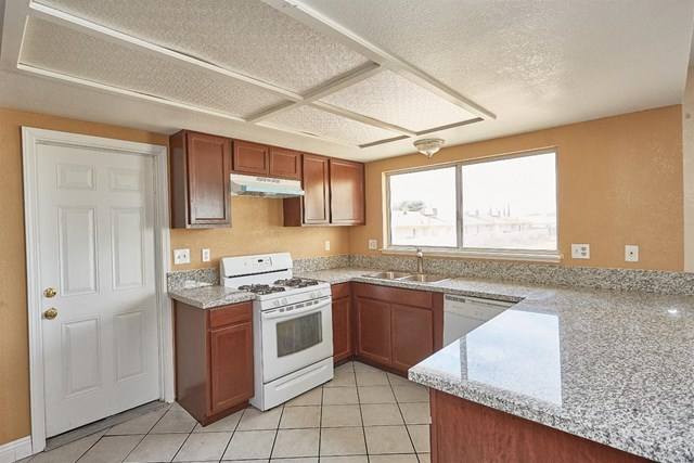 Closed   15574 Bear Valley Road Victorville, CA 92395 1