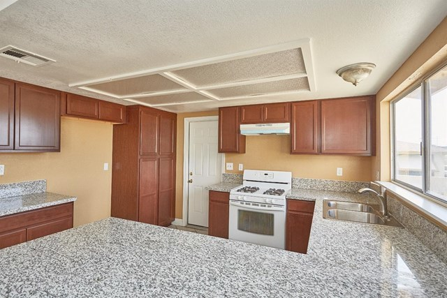 Closed   15574 Bear Valley Road Victorville, CA 92395 16
