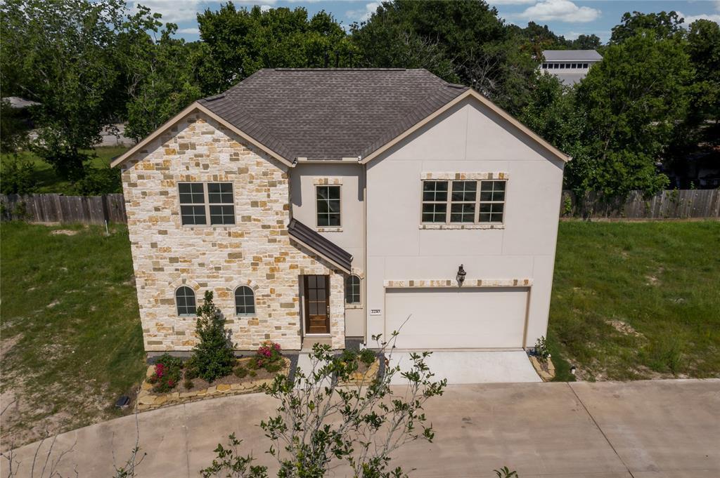 Active | 2210 East Fall Run Park Drive Houston, Texas 77055 0