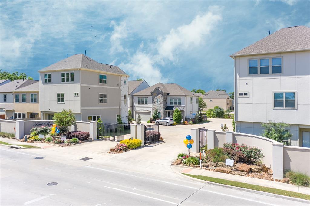 Active | 2210 East Fall Run Park Drive Houston, Texas 77055 6