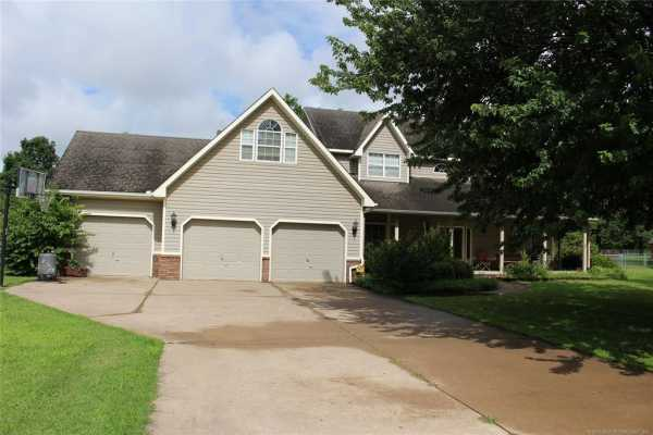 Active | 1805 NE Oakridge Drive Claremore, Oklahoma 74017 5
