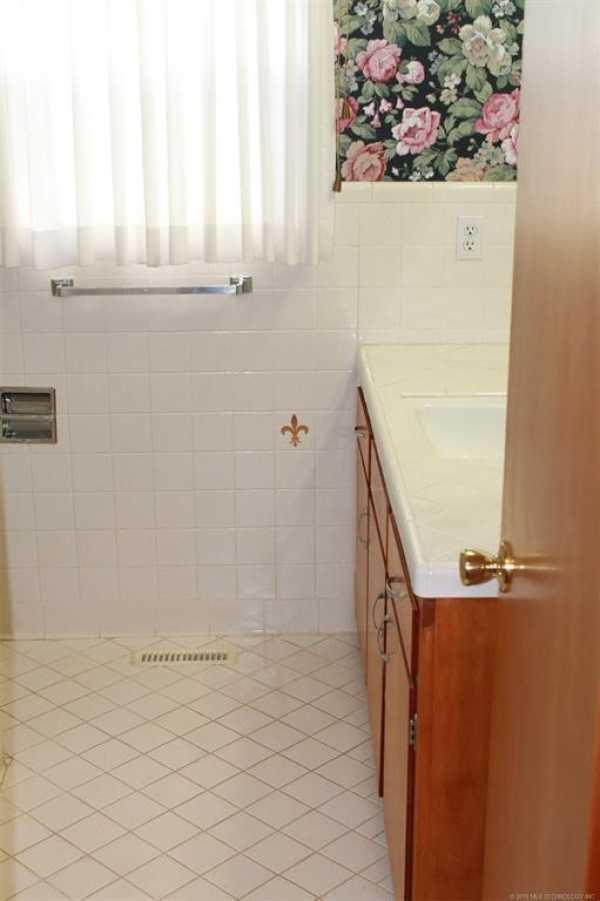 Homes for sale in Pryor | 1009 SE 14th Street Pryor, Oklahoma 74361 7
