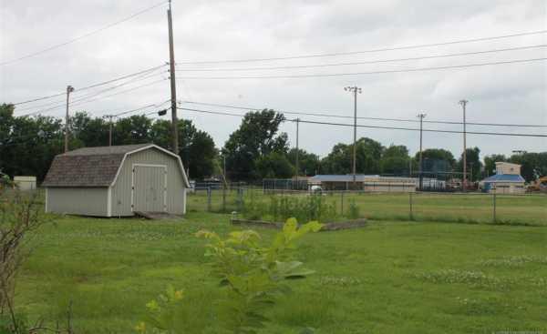 Homes for sale in Pryor | 1009 SE 14th Street Pryor, Oklahoma 74361 11