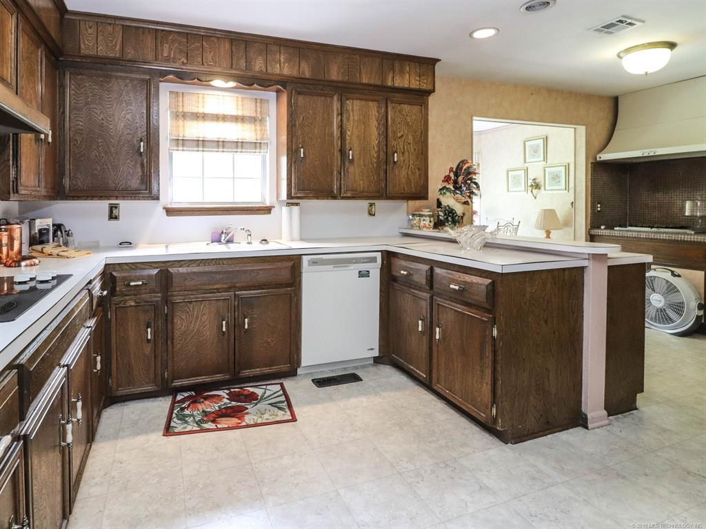 Off Market | 2936 E 57th Place Tulsa, OK 74105 10