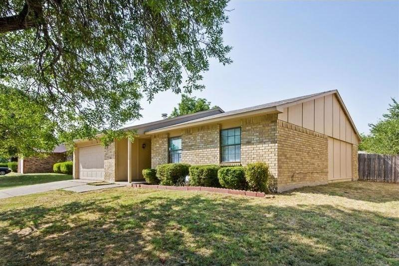 Pending | 7027 Hedge Drive Dallas, Texas 75249 1