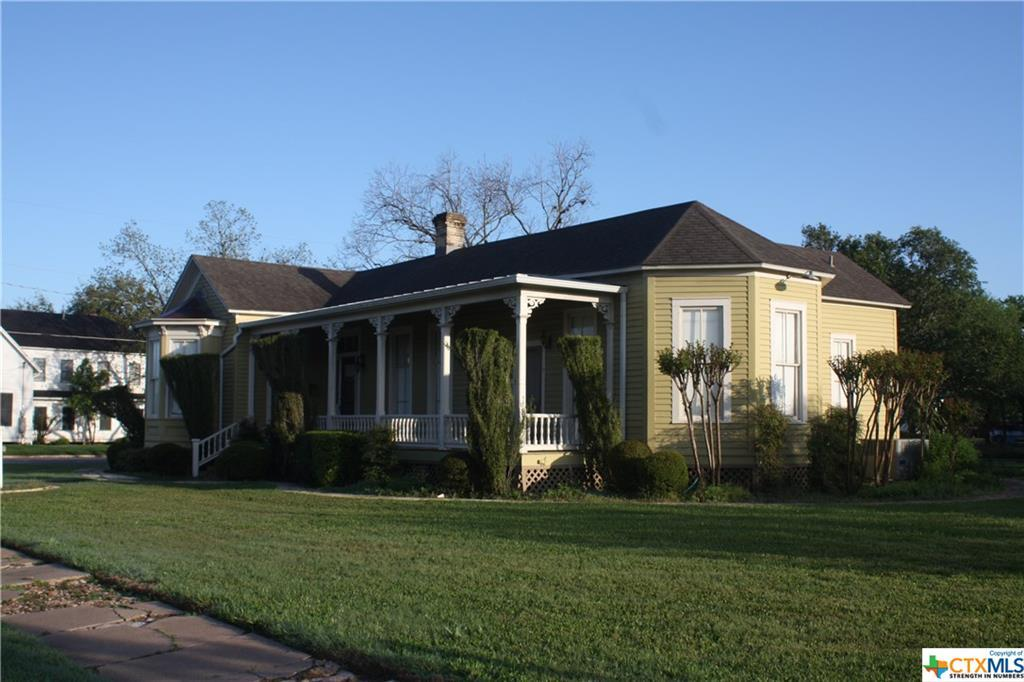 cuero, bed and breakfast, single story, value | 402 E Broadway  Cuero, TX 77954 1